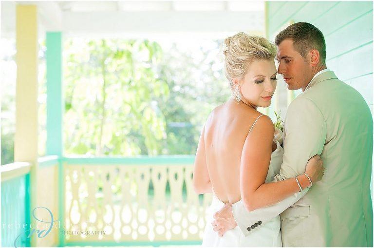 green old house wedding pics