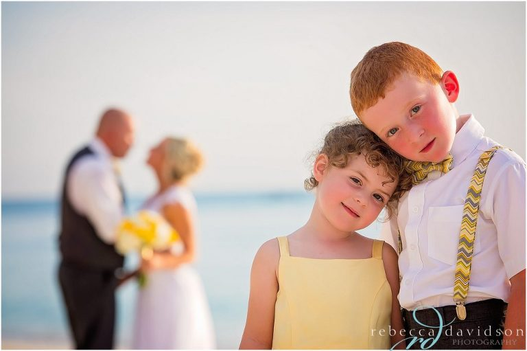 cutest kids hugging at parents wedding